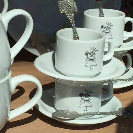 Pocillo-de-cafe-de-porcelana-con-plato-Reina