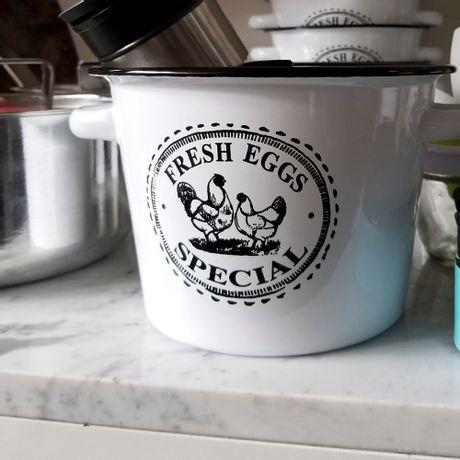 Huevera Enlozada Fresh Eggs