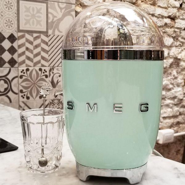 Exprimidor SMEG color Verde Agua