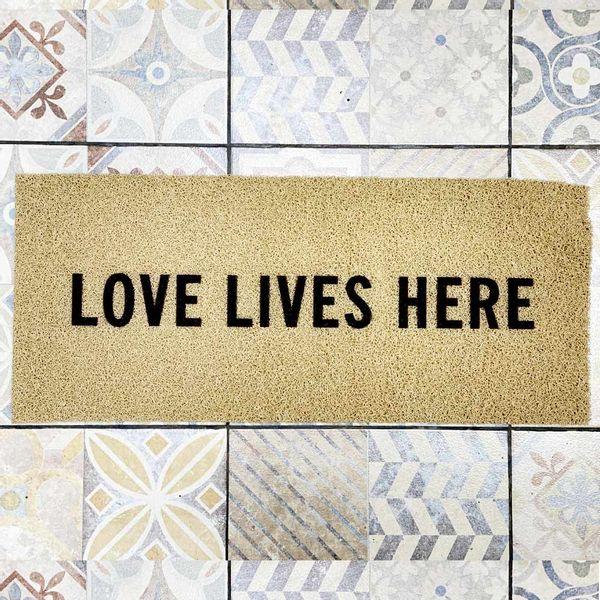 Felpudo Love lives here