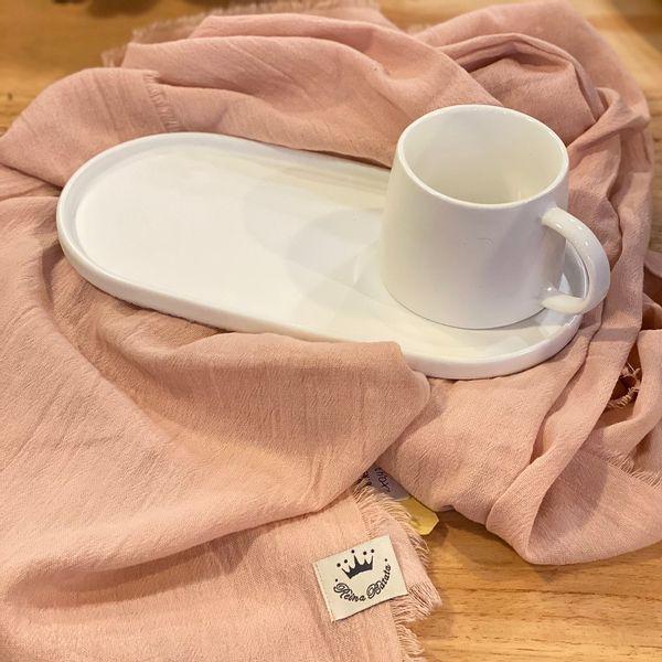 Taza con bandeja blanca de cerámica