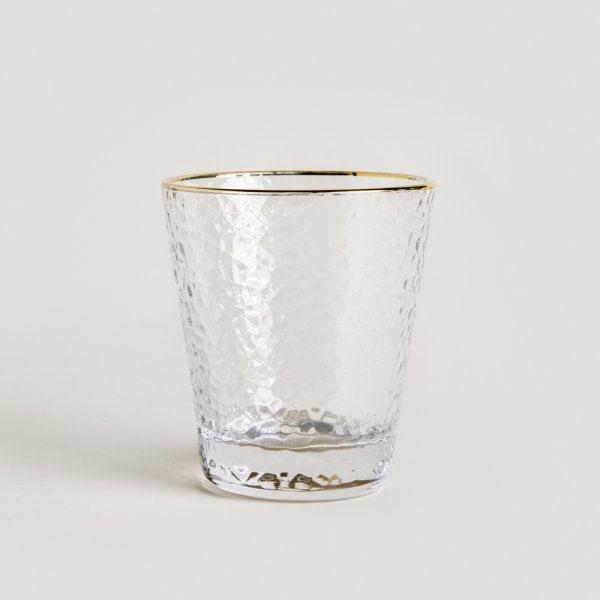 Vaso-de-vidrio-con-borde-dorado-chico