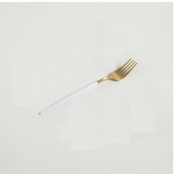Tenedor de mesa dorado mango blanco