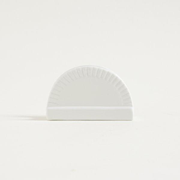 Servilletero de porcelana blanca con borde a rayas
